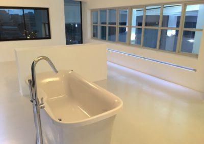 Salle de bain résine blanche