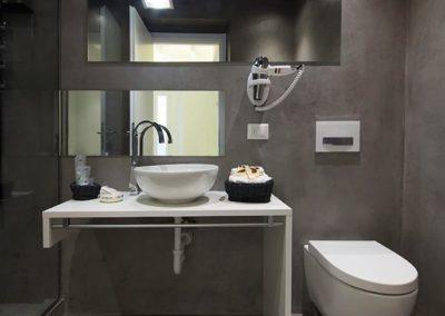 Salle de bain résine gris anthracite