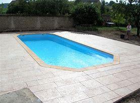 Tour de piscine en béton empreinte